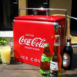 coca_cola_retro_cooler_box